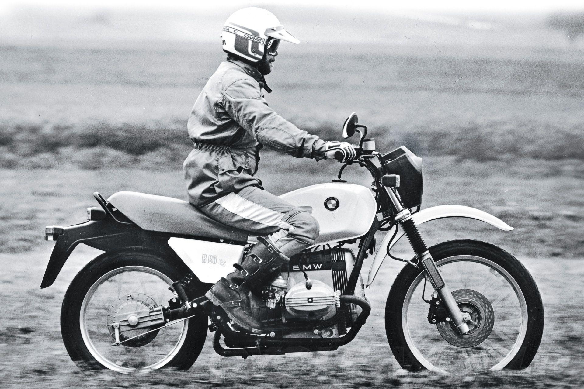 Chiếc Adventure đầu tiên trên thế giới được sản xuất vào năm 1981 là BMW R80GS