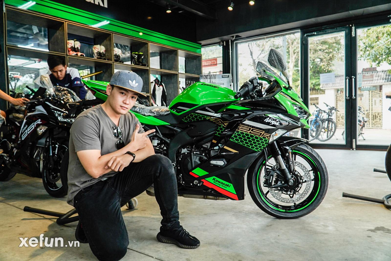 Kawasaki Ninja ZX25R 2021 kèm giá bán lộ ảnh thực tế kèm giá bán Ninja ZX25R 2021 có gì mới? Quên CBR250RR của Honda đi Kawasaki ZX25R không có đối thủ