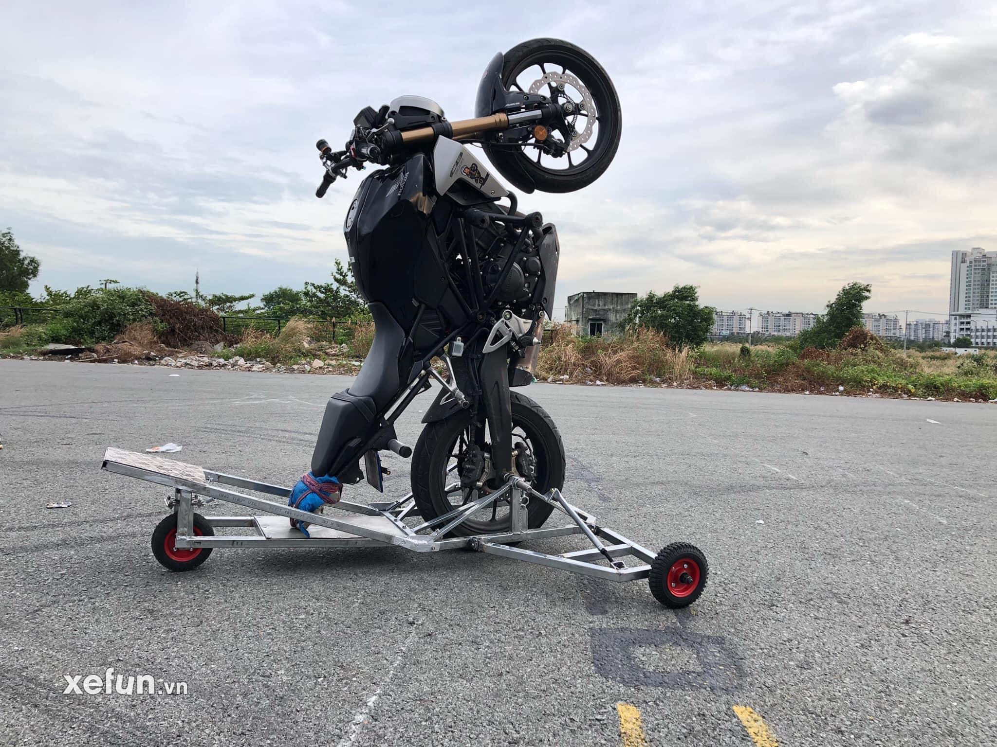 Sự cố bốc đầu wheelie và bốc đít stoppie - Clip của anh Ngọc Sinh gặp sự cố khi diễn tập Stoppie (Bốc đít)
