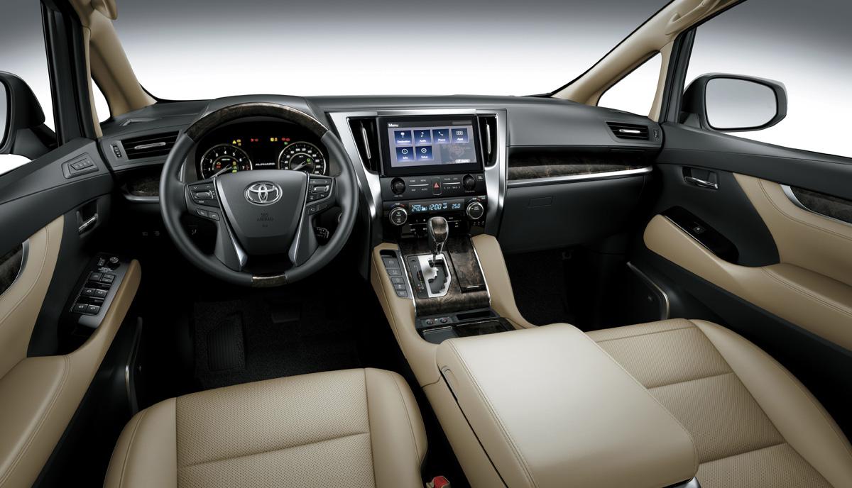 Ở phân khúc xe hạng sang, Toyota Alphard 2021 đang được đánh giá cao và là đối thủ cạnh tranh đáng gờm với Kia Sedona 7 chỗ
