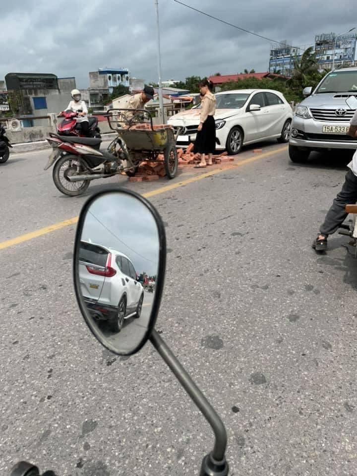 Chủ Mercedes không bắt đền xe chở gạch sau tai nạn Nhân văn mà thiếu nhân văn Xefun (1)
