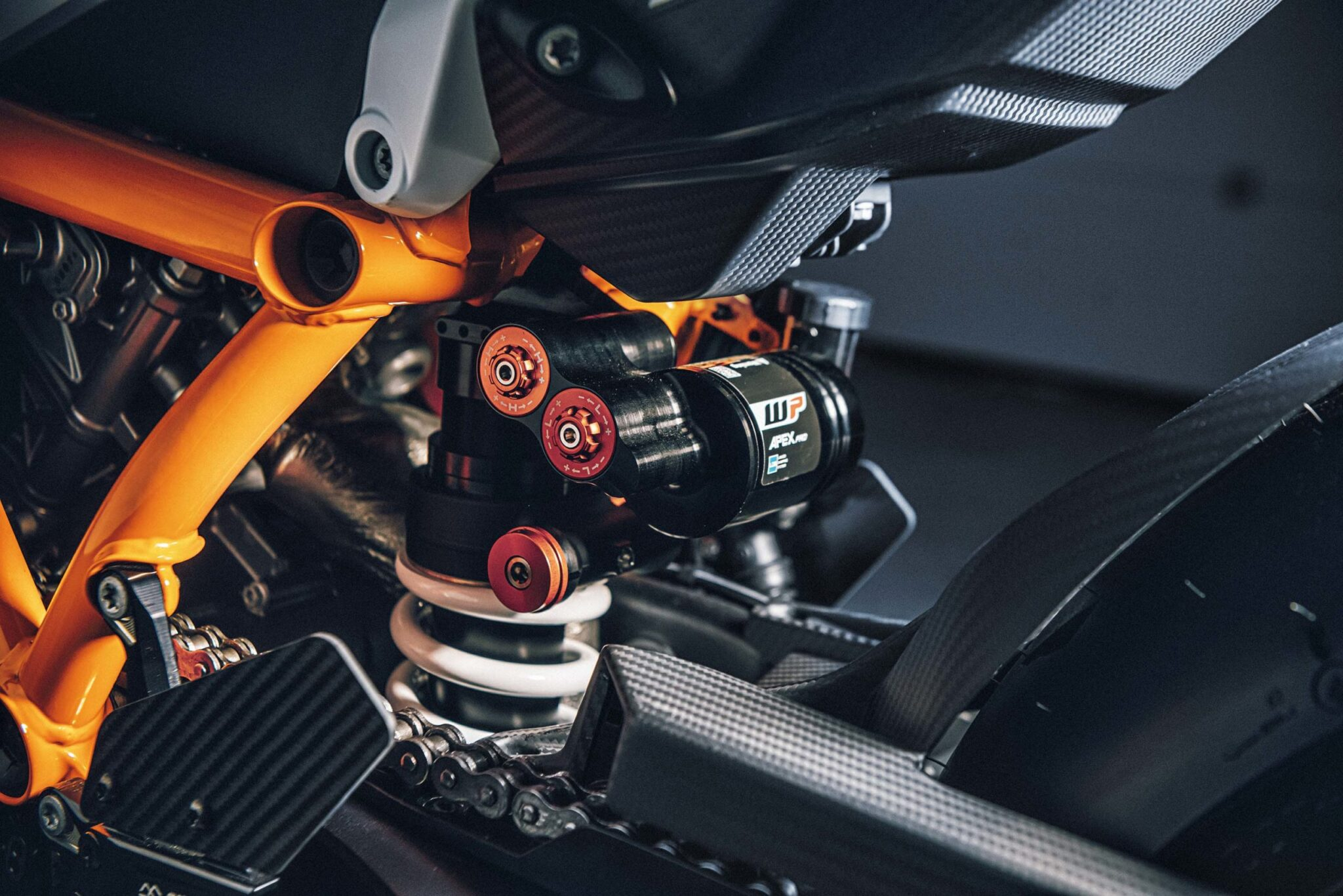 KTM 1290 super Duke RR 2021 chay hang trong vong 48 phut Xefun