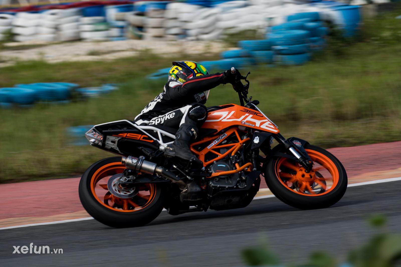 Các tay đua nài xe phân khối lớn PKL BMW S1000RR Ducati Monster Kawasaki Ninja ZX10R tại Trường đua Đại Nam trên Xefun (112)