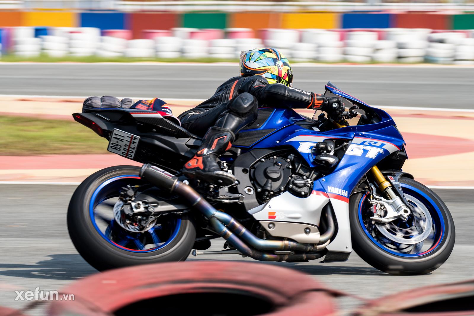 Các tay đua nài xe phân khối lớn PKL BMW S1000RR Ducati Monster Kawasaki Ninja ZX10R tại Trường đua Đại Nam trên Xefun (120)wete