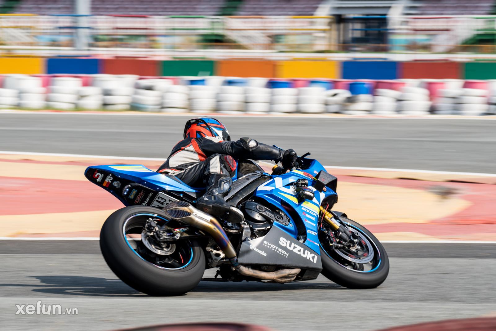 Các tay đua nài xe phân khối lớn PKL BMW S1000RR Ducati Monster Kawasaki Ninja ZX10R tại Trường đua Đại Nam trên Xefun (120)25464