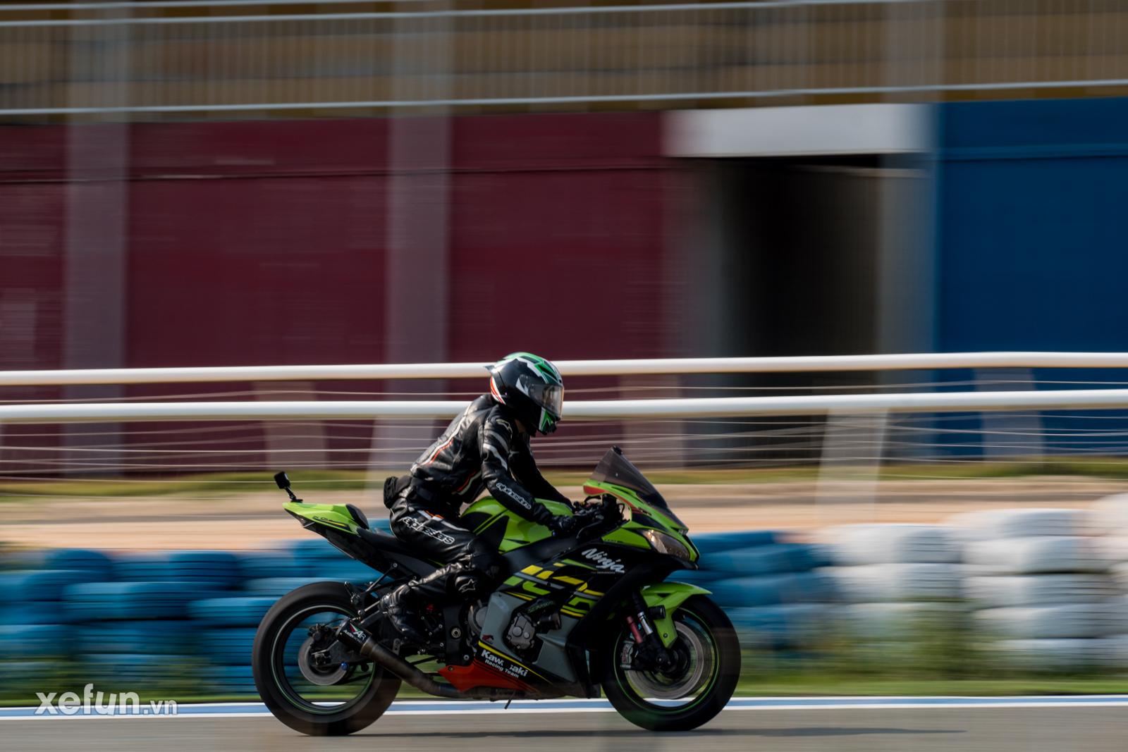 Các tay đua nài xe phân khối lớn PKL BMW S1000RR Ducati Monster Kawasaki Ninja ZX10R tại Trường đua Đại Nam trên Xefun (138)364675