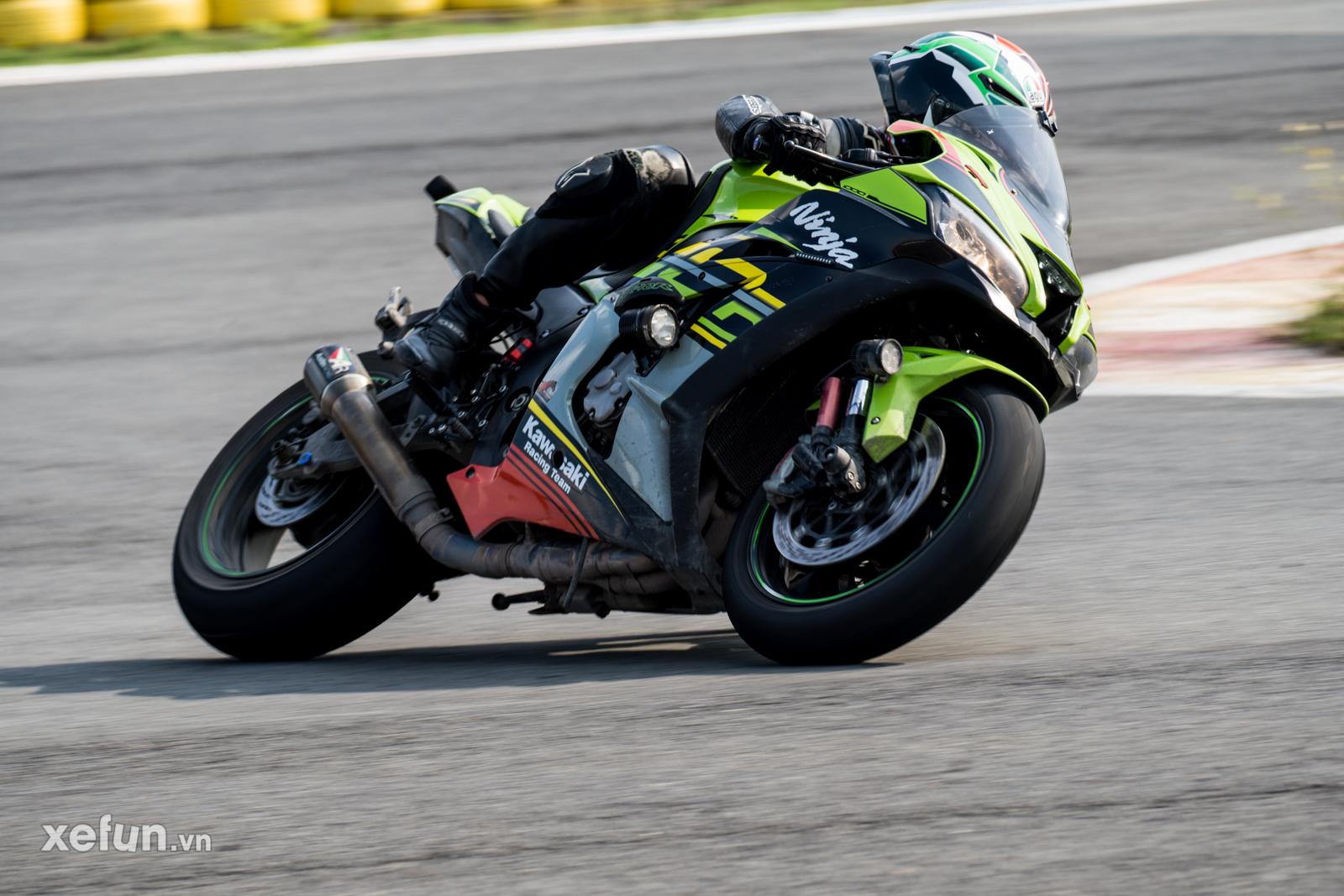 Các tay đua nài xe phân khối lớn PKL BMW S1000RR Ducati Monster Kawasaki Ninja ZX10R tại Trường đua Đại Nam trên Xefun (138)3554