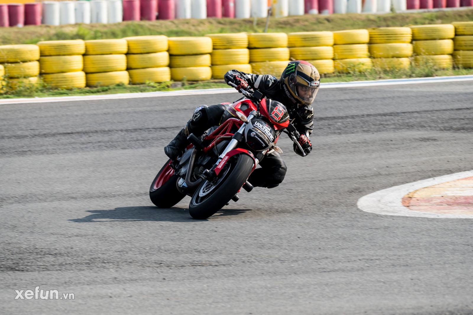 Các tay đua nài xe phân khối lớn PKL BMW S1000RR Ducati Monster Kawasaki Ninja ZX10R tại Trường đua Đại Nam trên Xefun (140)Ử3T