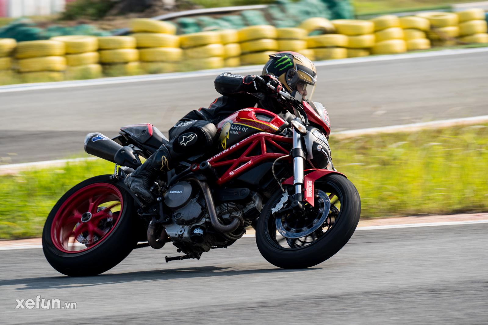 Các tay đua nài xe phân khối lớn PKL BMW S1000RR Ducati Monster Kawasaki Ninja ZX10R tại Trường đua Đại Nam trên Xefun (140)Ư546