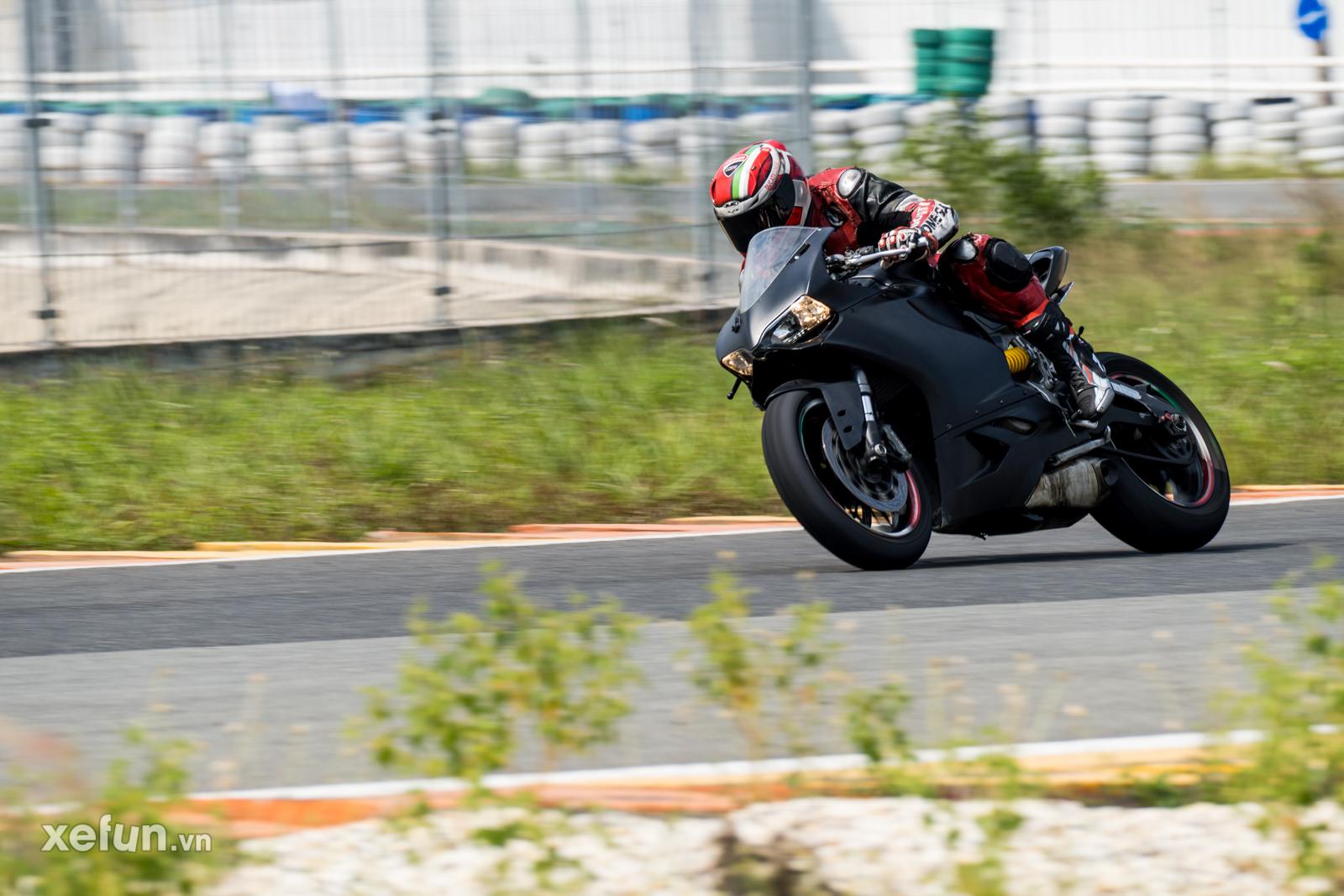 Các tay đua nài xe phân khối lớn PKL BMW S1000RR Ducati Monster Kawasaki Ninja ZX10R tại Trường đua Đại Nam trên Xefun (1)25465