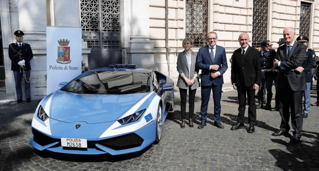 Cảnh sát Ý hiện được trang bị một siêu xe Gallardo và một siêu xe Lamborghini Huracan 3546