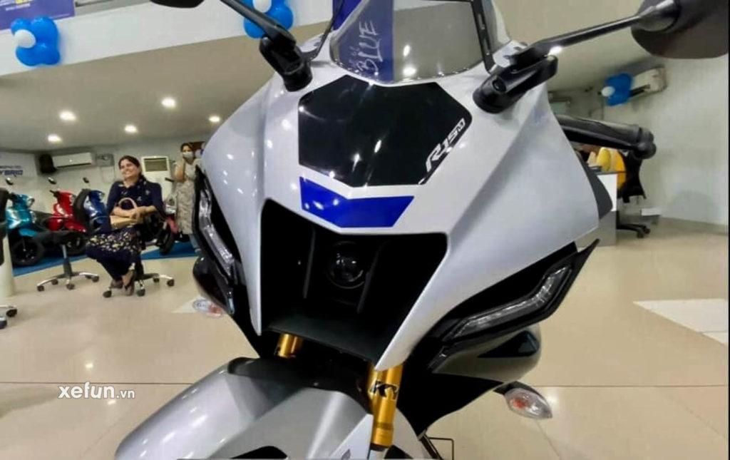 Cận cảnh hình ảnh Yamaha R15 V4 thực tế trên tay Xefun 4