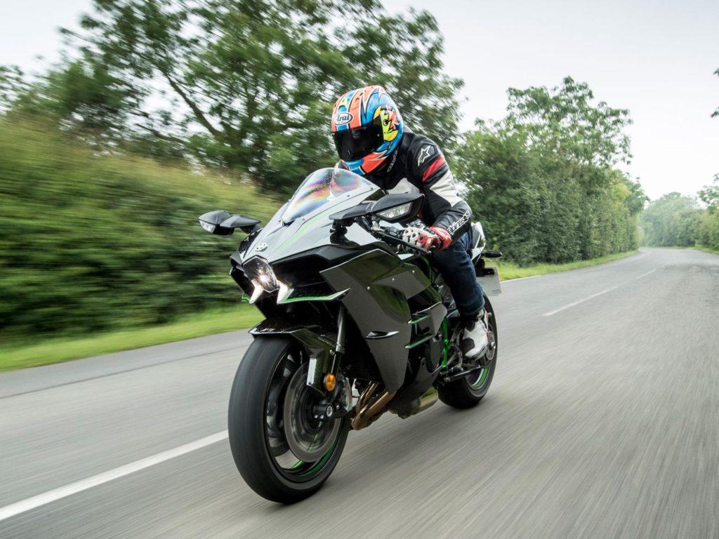 Kawasaki đang trát triển mô hình 2 động cơ điện hybrid và đốt trong siêu tăng áp super charge như trên ô tô